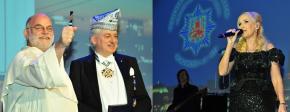 Goldene Pritsche für Pater Wolfgang Sieffert und Showstar Kristina Bach begeistern das Ballpublikum